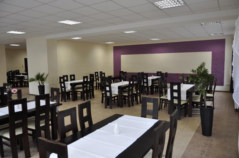 1. Stoły, stoliki i krzesła do restauracji, meble do lokali