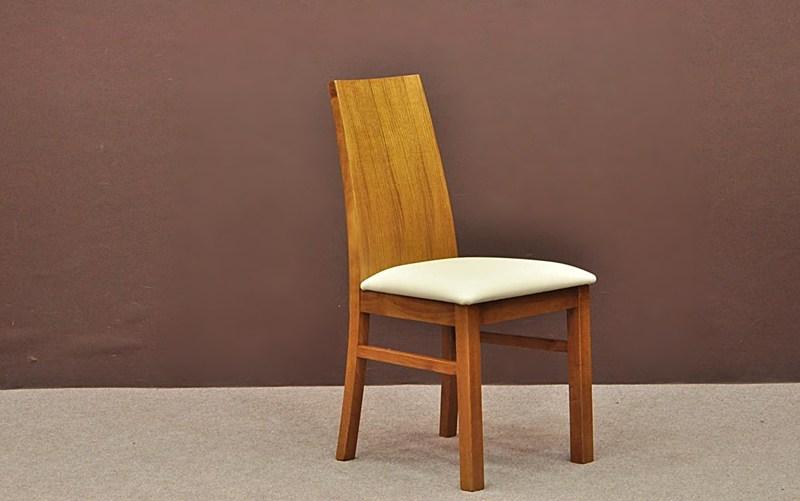 1. Krzesła dębowe do jadalni i salonu (tapicerowane
